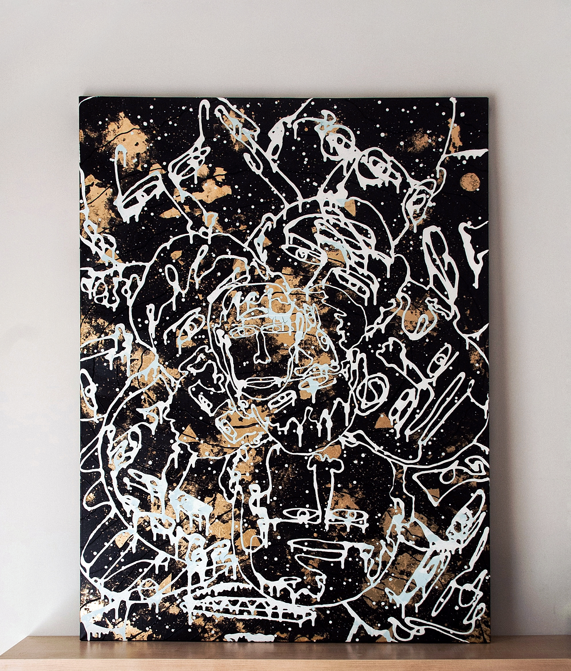 Gold that is deep inside me - contemporary Ukrainian artwork - monoline faces on the gold and black